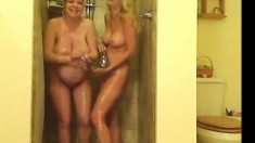 Preganant And Lanky Teenager In Shower - Negrofloripa