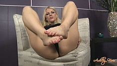 She's posing and showing how she would give a footjob and shows ass